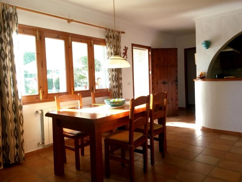 puracalma -Wohnzimmer mit offener Küche